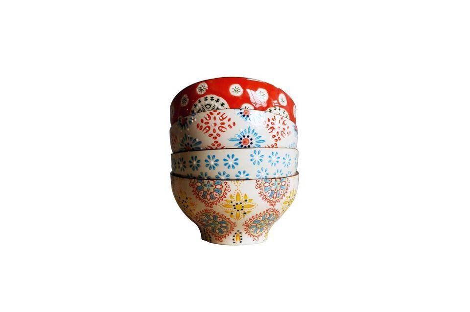 Mettez de la couleur sur votre table avec ces 4 bols en céramique de 9cm de hauteur et de 16cm de