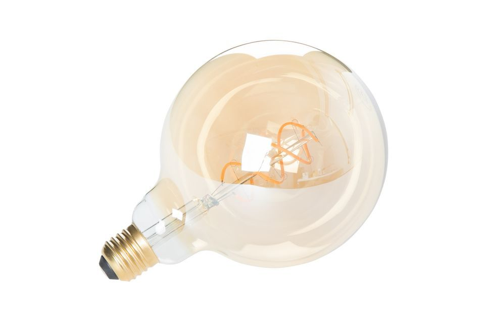 Avec ses filaments apparents, l\'ampoule Globe or XL est un véritable élément décoratif
