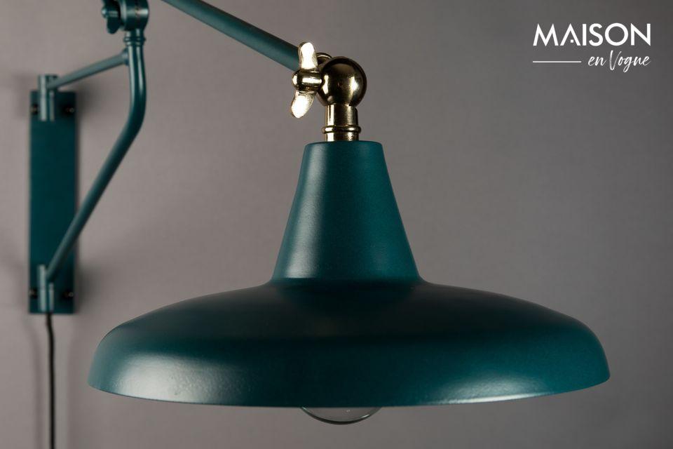 Disponible en noir et en turquoise, ses détails en laiton lui offrent un style tout en finesse