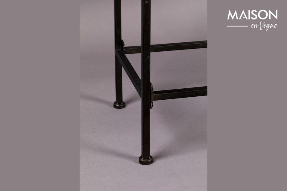 Cet élégant vaisselier a des dimensions de 43 cm pour 83 cm et une hauteur de 181 cm
