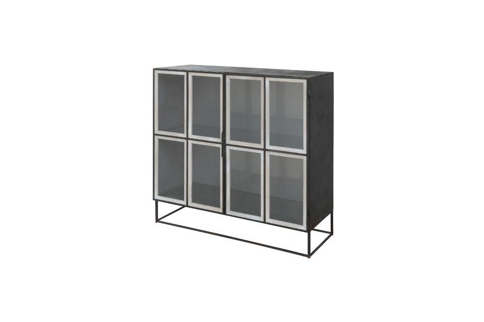 Cette armoire en métal s\'intègre harmonieusement dans le salon