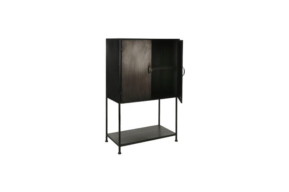 Une armoire en métal aux lignes épurées et design moderne
