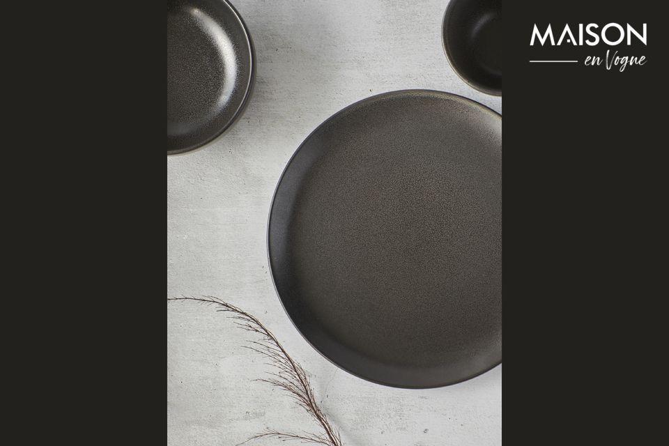 L\'élégance du gris foncé habille l\'assiette plate Mirha Granit