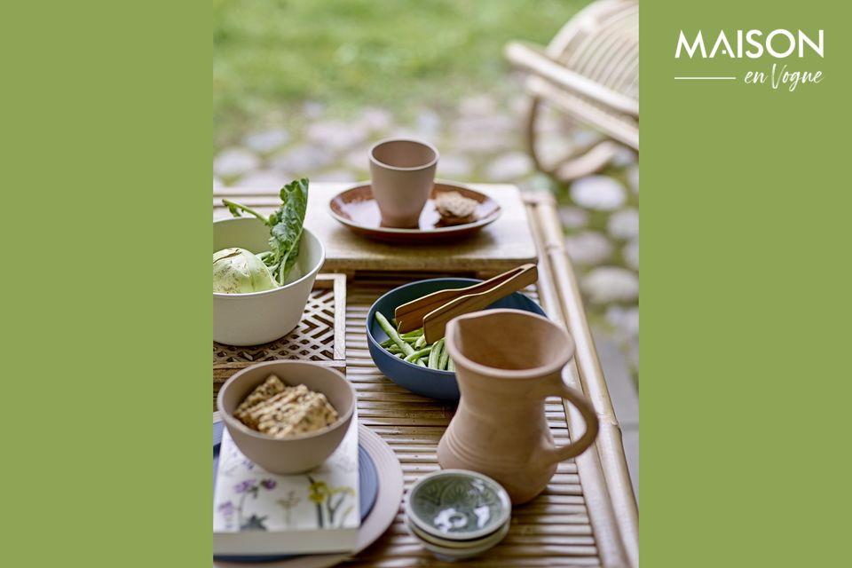 Cette assiette en grès joue la carte de l\'esthétique orientale avec des motifs qui rappellent le