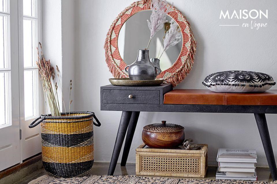 Ce banc en bois de manguier peut servir à de multiples usages