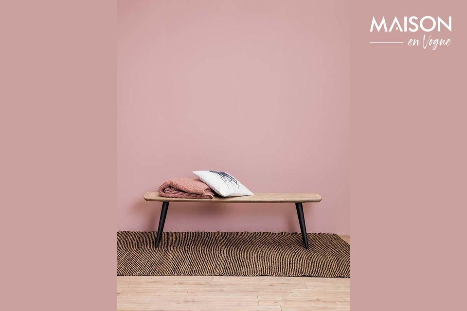 Un banc en bois de manguier au style compagne