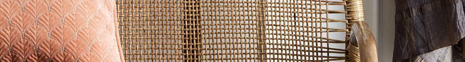 Mise en avant matière Banquette en rotin Bali avec coussins gris