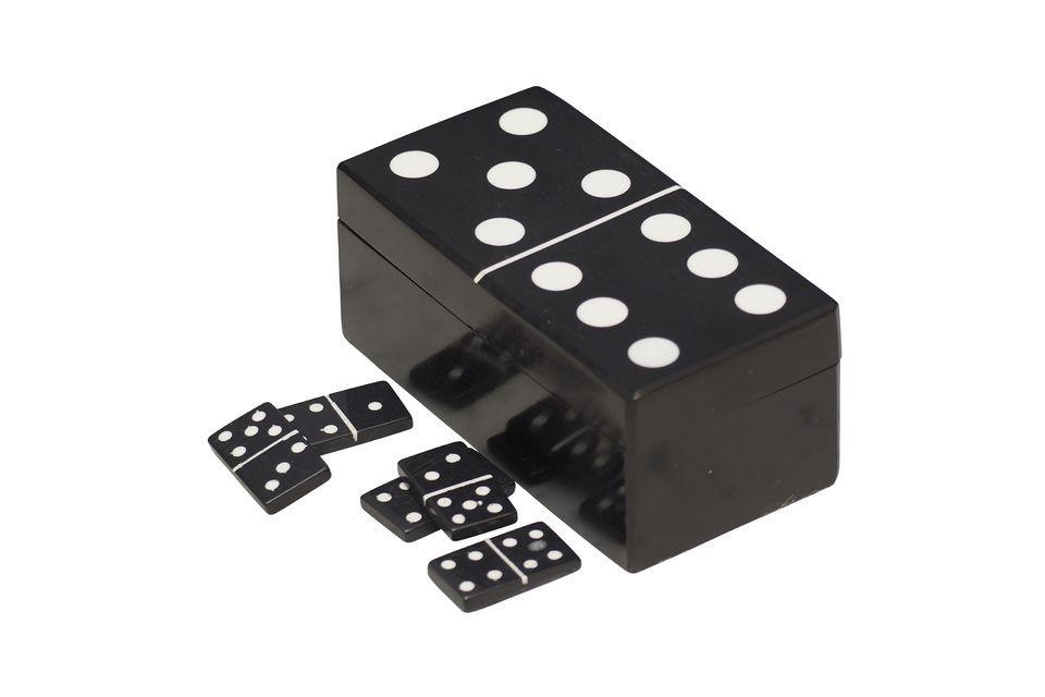 Cette boîte à dominos, en forme de