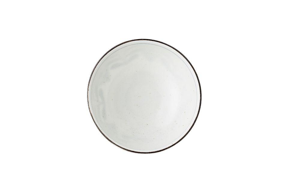 Sa fabrication artisanale en porcelaine fait que la teinte de chaque exemplaire varie légèrement