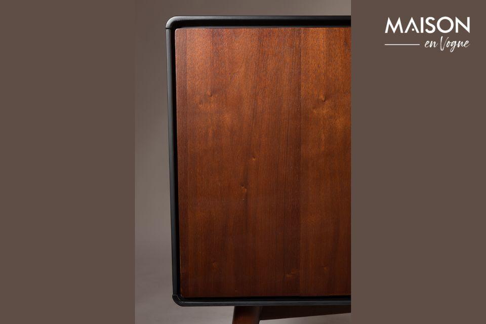 Ses matériaux qualitatifs ainsi que son architecture étudiée et épurée en font un meuble
