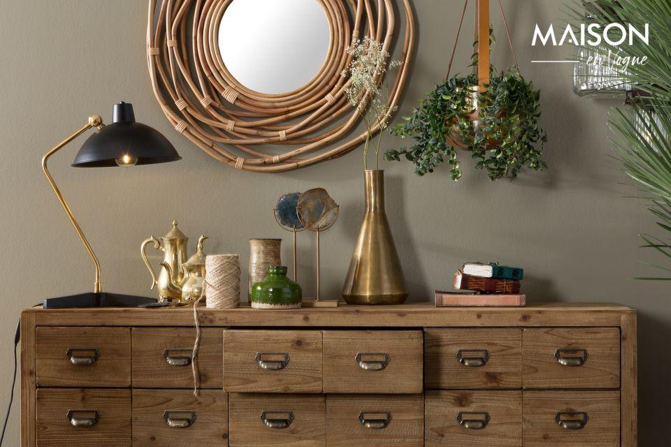 Pas moins de 12 tiroirs en MDF plaqué en bois de pin laqué couleur naturelle avec poignées
