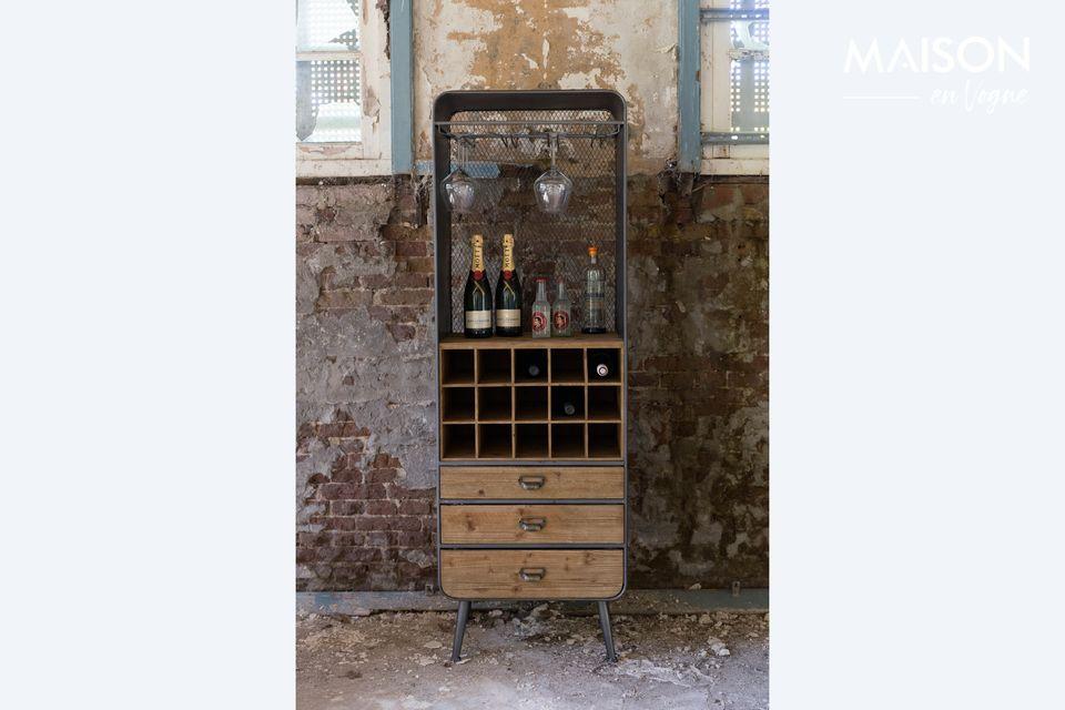 Doté de 3 tiroirs et de 15 cases, il vous permet de ranger vos bouteilles et vos accessoires