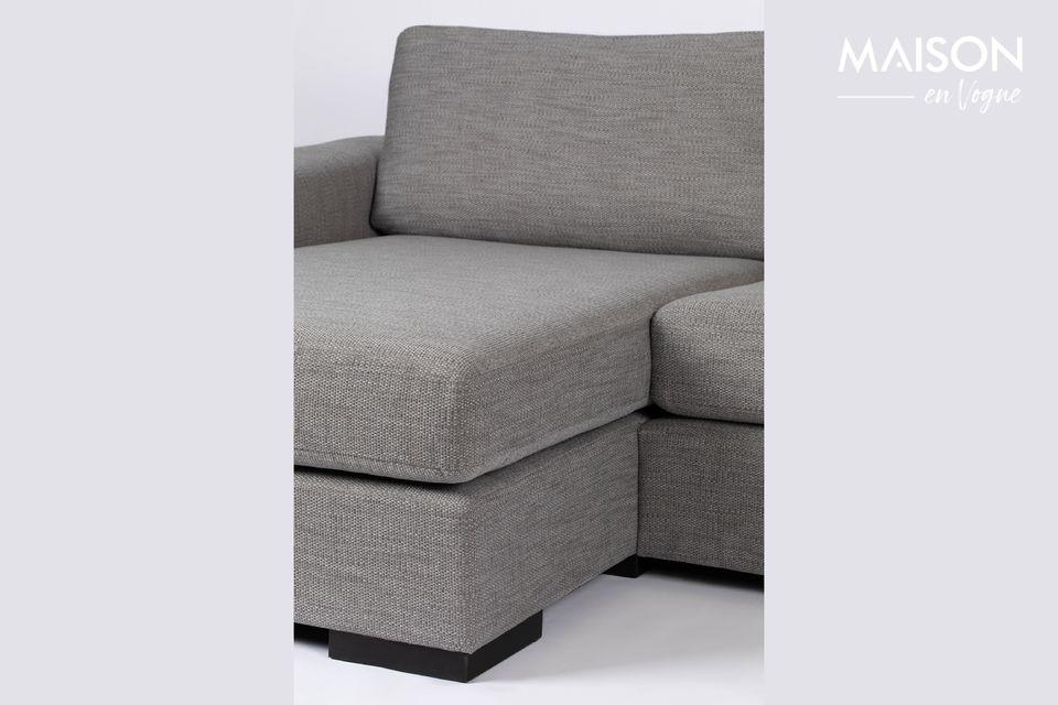 Ce canapé d\'angle avec méridienne sur la gauche s\'intègre naturellement dans le salon ou dans