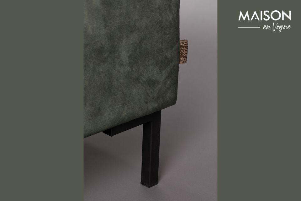 Ce modèle 3 places présente une assise moelleuse composée de 2 grands coussins pour un confort