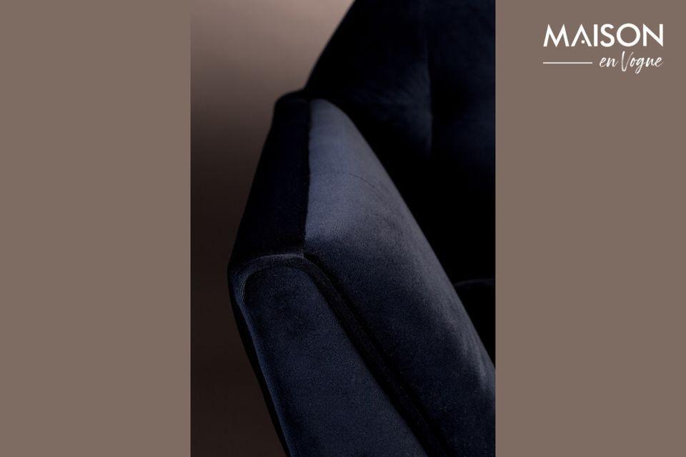 Les surpiqûres sur le siège et le dos renforcent le plaisir esthétique