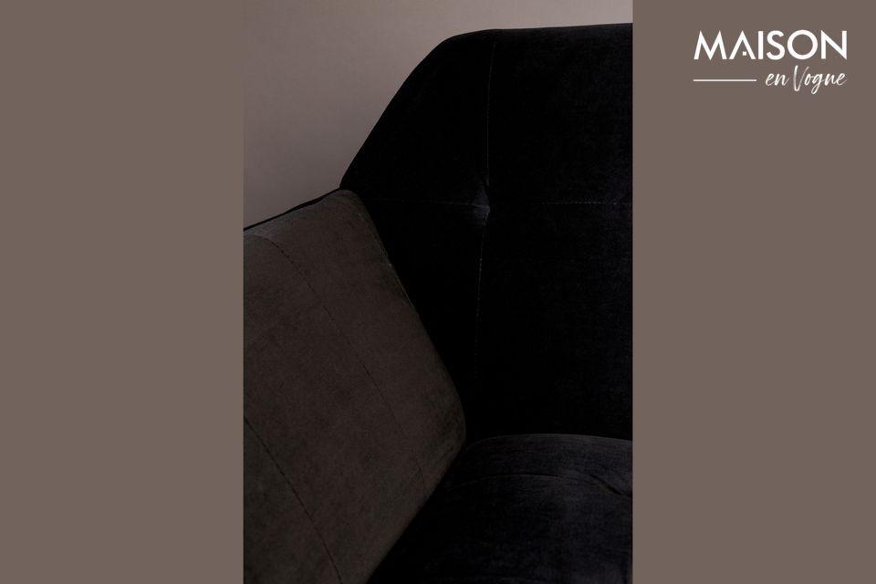 Les designers ont choisi de l\'habiller de velours noir