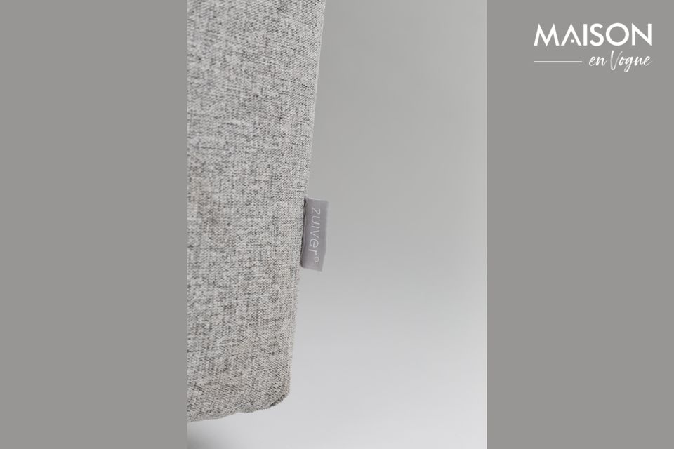 Ses lignes épurées et sa teinte grise lui confèrent un style minimaliste
