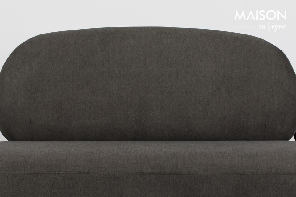 White label living a conçu un canapé cocooning dans des tons gris et noir du plus bel effet