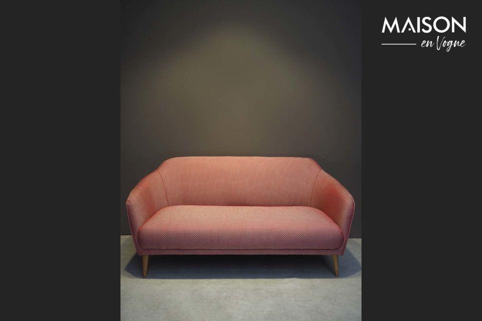 Un canapé en jacquard rouge au style rétro