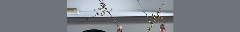 Mise en avant matière Carafe ronde en verre sculptée à la main