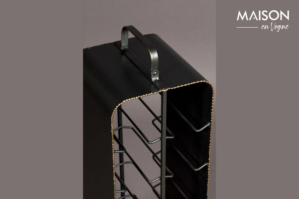 Vous apprécierez le contraste du métal noir avec les bords rugueux en laiton brillant couleur or
