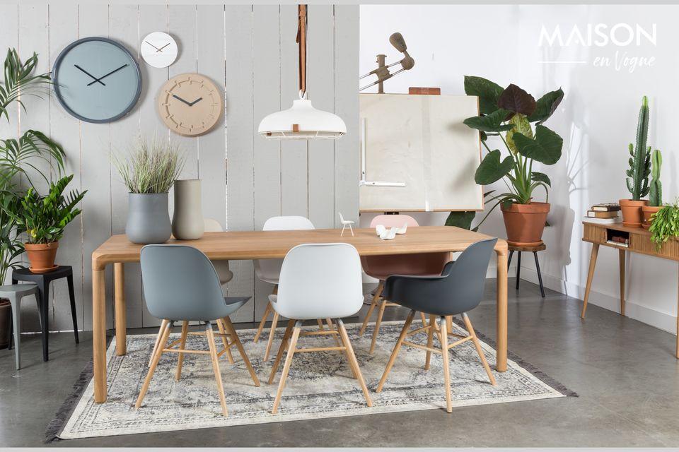 Une chaise solide et polyvalente