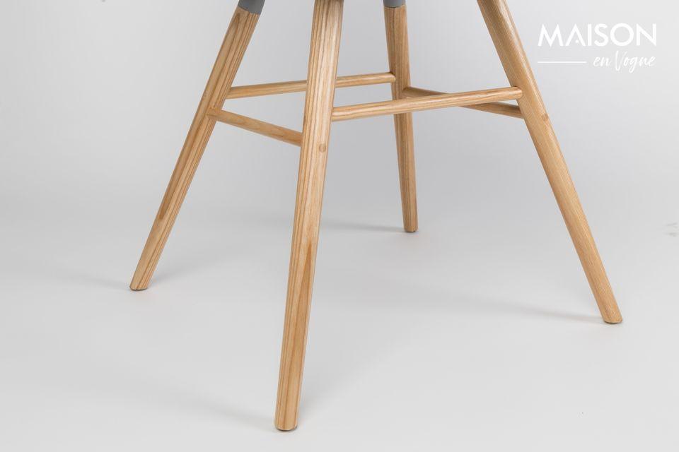Les influences scandinaves de la chaise Albert Kuip gris foncé dynamiseront votre intérieur