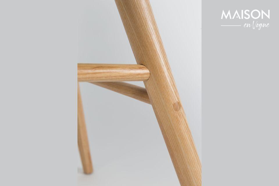 Son assise, sobre et épurée, a été étudiée pour optimiser le confort
