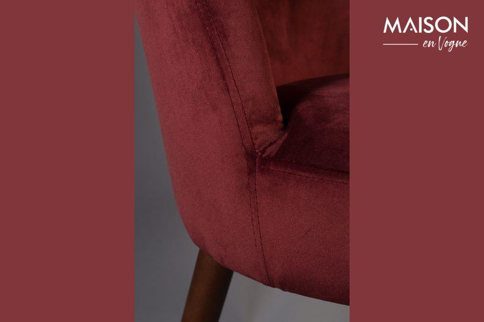 Cette très belle chaise allie esthétisme et confort assuré et elle donnera à votre table une