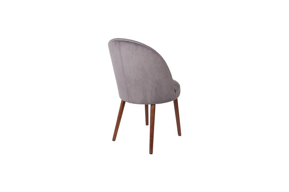 Cette chaise allie un confort de qualité à une robustesse assurée