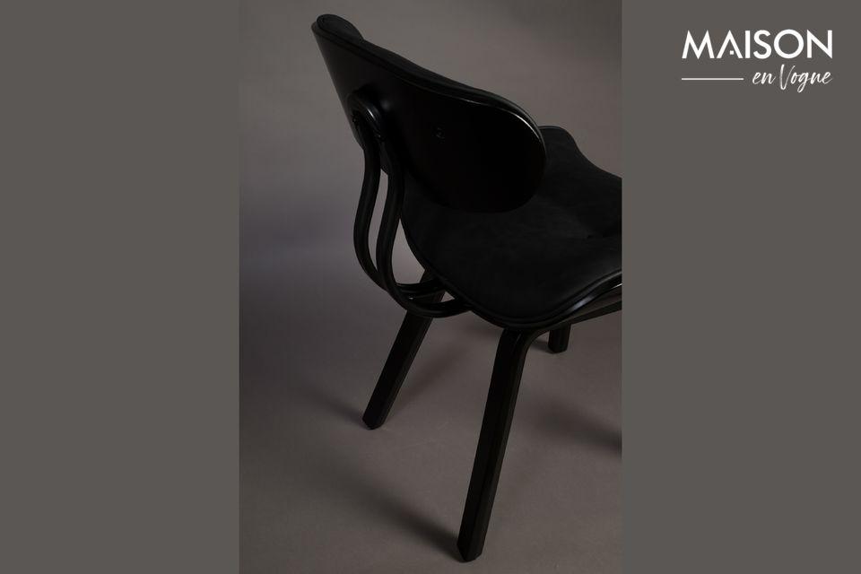 Inspirée des années 50, cette chaise lounge possède une assise en forme de selle