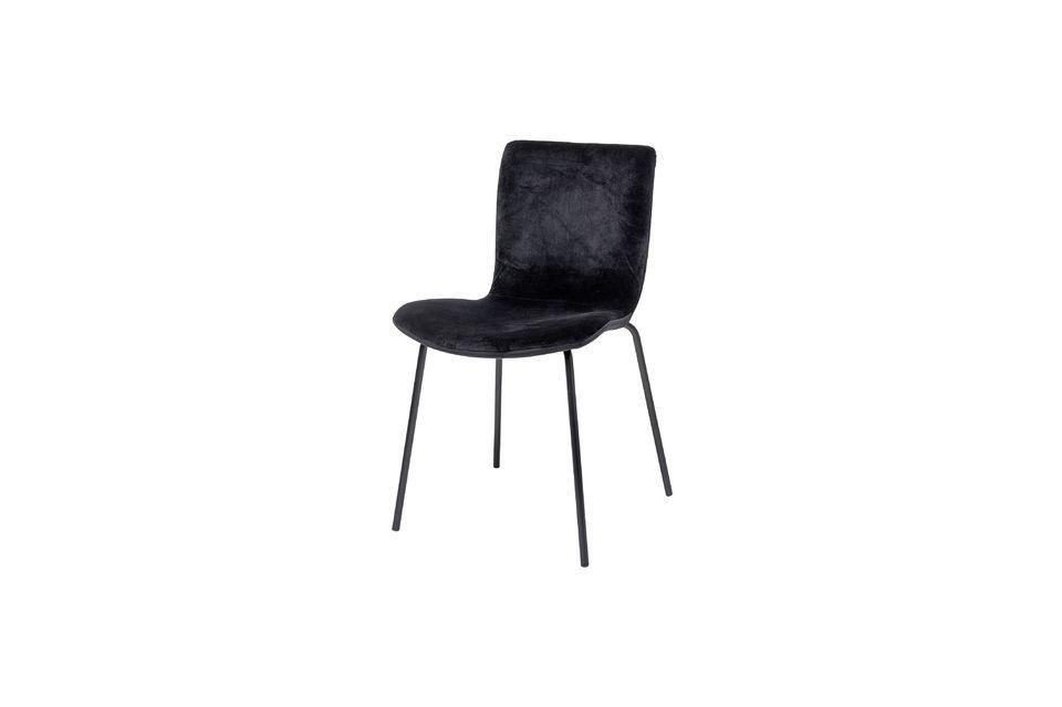 Cette chaise de salle à manger allie confort et esthétique sans privilégier aucune de ces deux