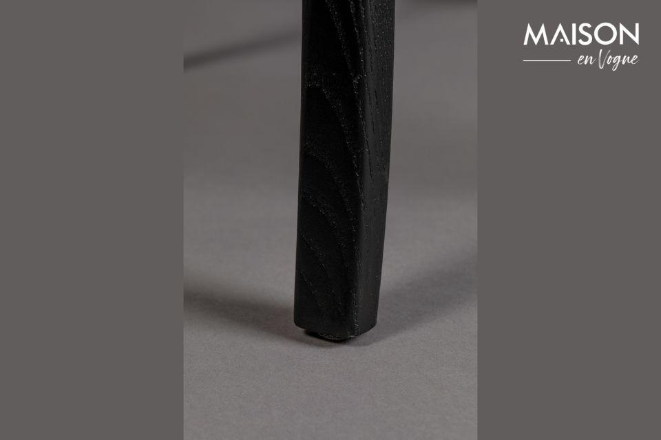 L\'assise est recouverte de velours couleur ocre tranchant harmonieusement avec la structure noire