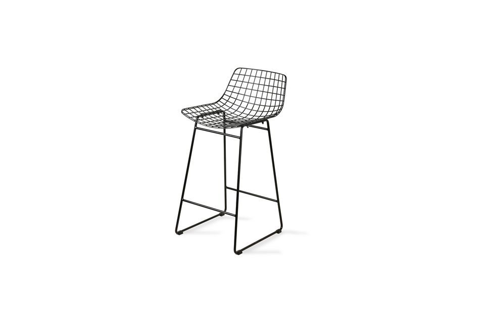 Ce tabouret de bar combine la hauteur à l\'aspect d\'une chaise