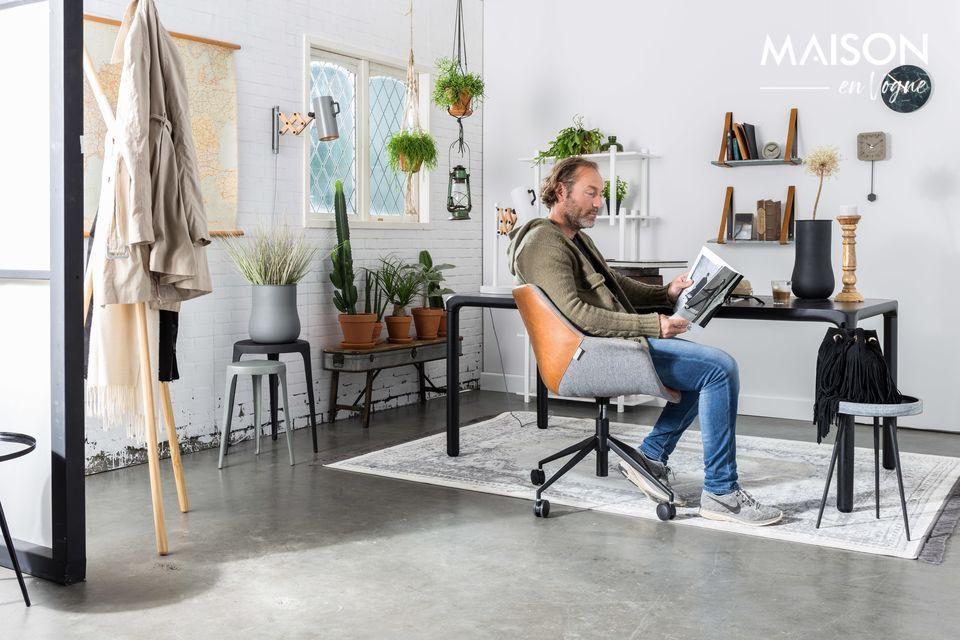 Une chaise de bureau raffinée au look vintage