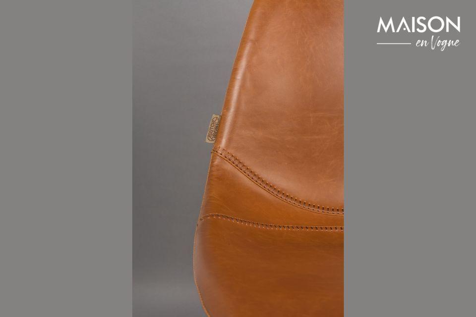 Le siège en cuir vintage offre un grand confort d\'assise