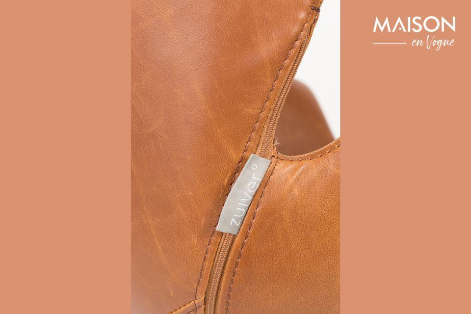 Avec son effet cuir marron et sa forme arrondie