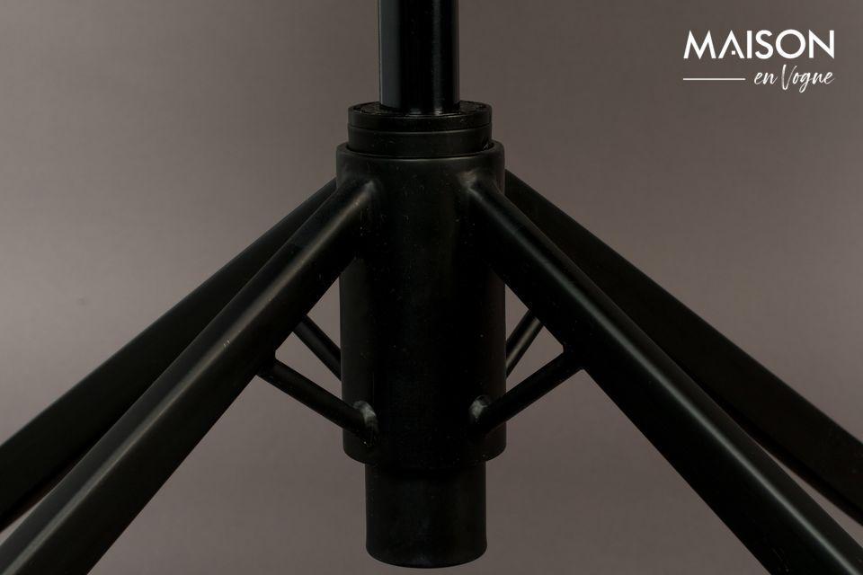 Cette chaise de bureau noire Franky dévoile un style vintage très sophistiqué