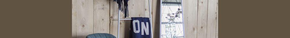 Mise en avant matière Chaise de bureau OMG noire et bleue