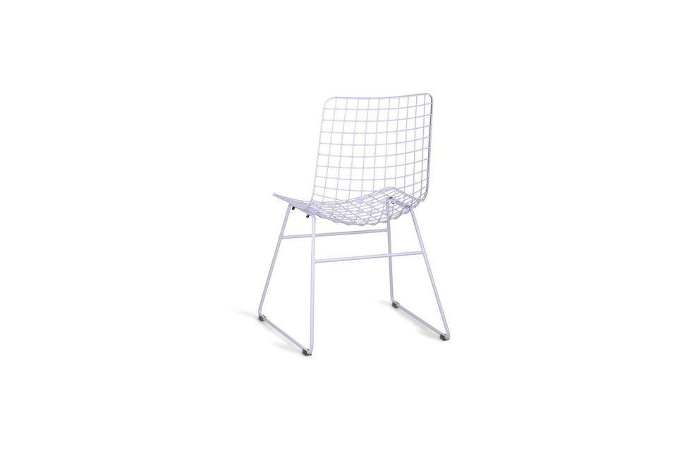 Un look très contemporain, voire industriel pour cette chaise en métal