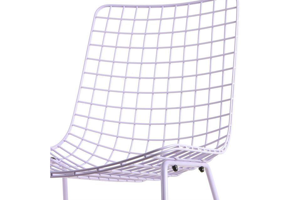 Chaise en métal ajouré tout en fraicheur