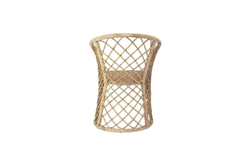 Utilisée comme assise autour d\'une table ou élément décoratif dans une chambre
