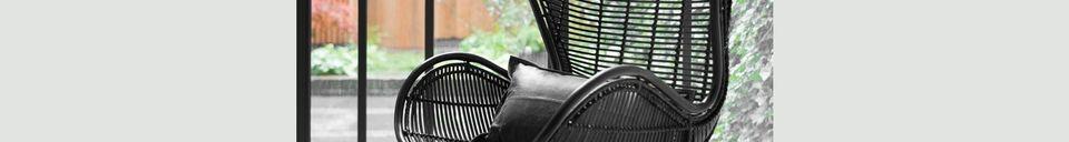 Mise en avant matière Chaise en rotin noir Lizos