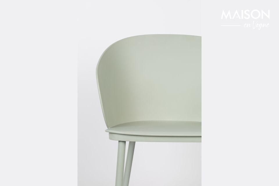 Contemporaine, la chaise Gigi prend facilement sa place dans une salle à manger moderne