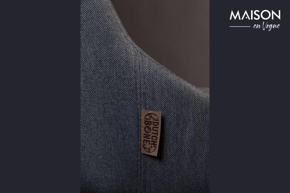 L\'assise et le dossier sont recouverts de polyester gris à 100 %