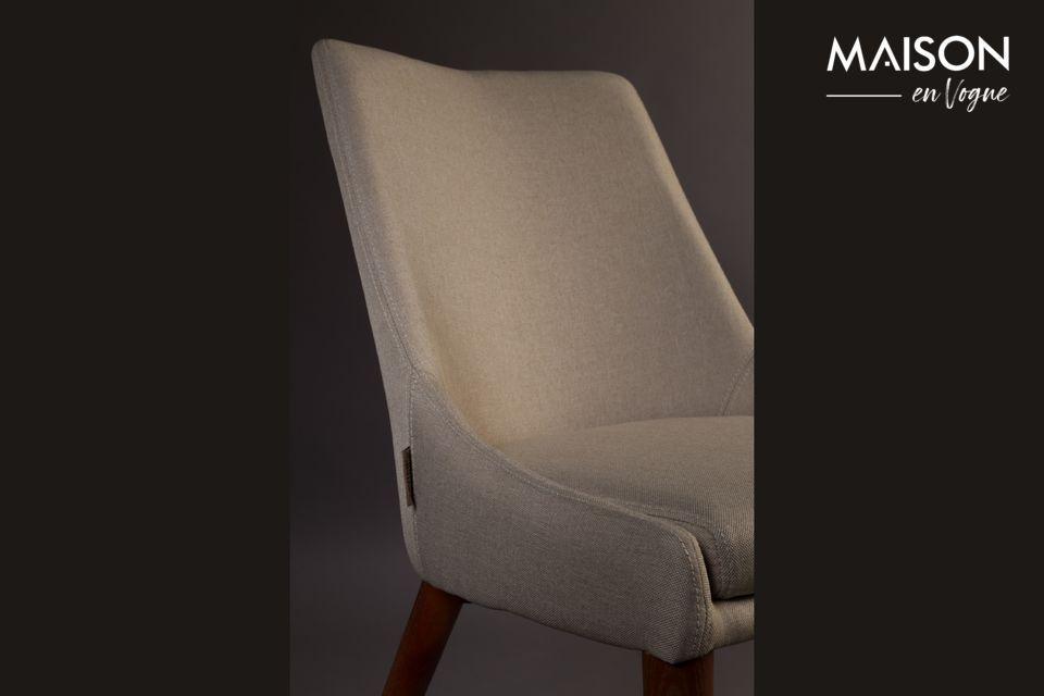 Le tissu de l\'assise, fin mais très résistant, en fait une belle chaise extrêmement raffinée
