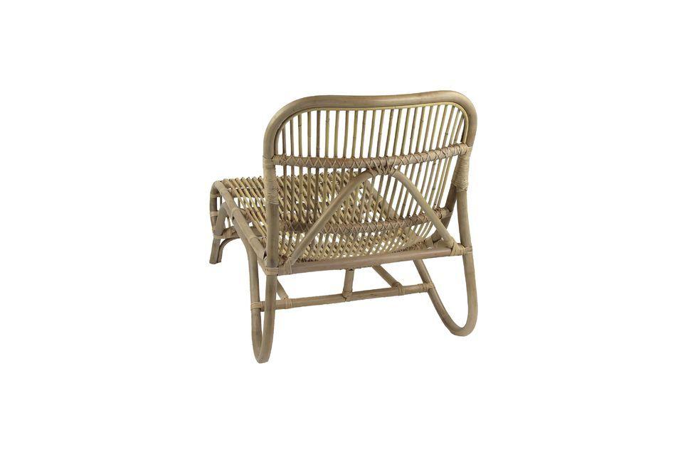 Ce fauteuil cannelé verni n\'attends plus que quelques coussins