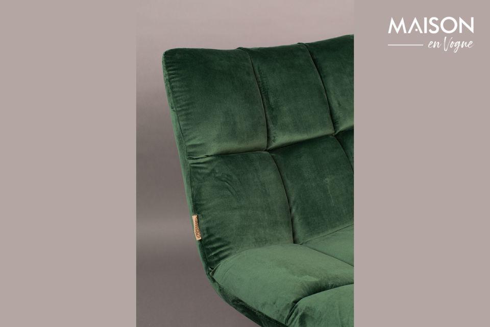 Son assise moelleuse est une promesse d\'agréables moments de détente dans votre salon