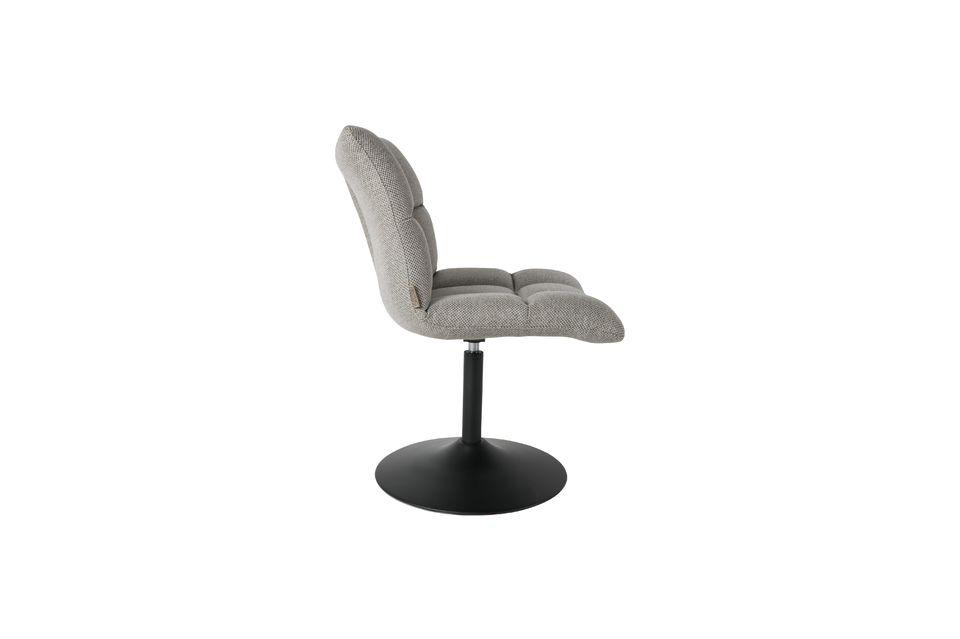 Cette chaise de mini-bar peut accueillir un adulte d\'un poids allant jusqu\'à 120 kg