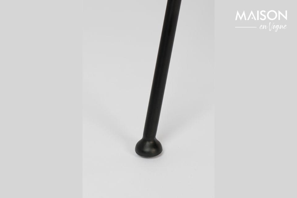 Le design de la chaise Feston Fab s\'inspire des lignes dynamiques et souples d\'un gant de Baseball